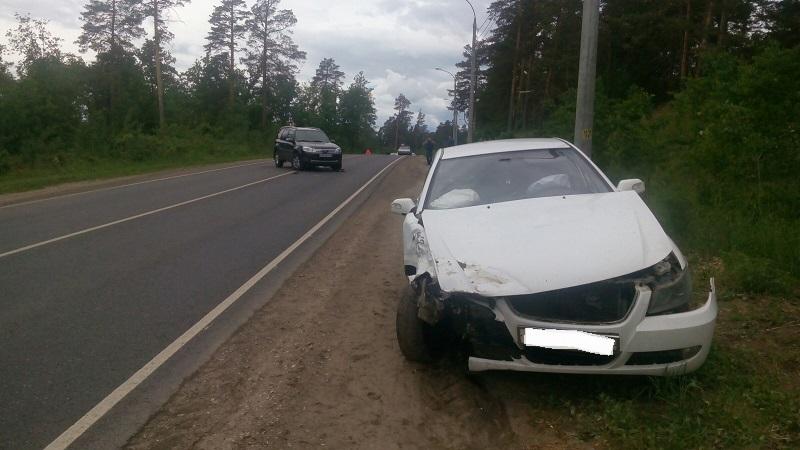 На Комсомольском шоссе столкнулись две иномарки из-за невнимательности водителя