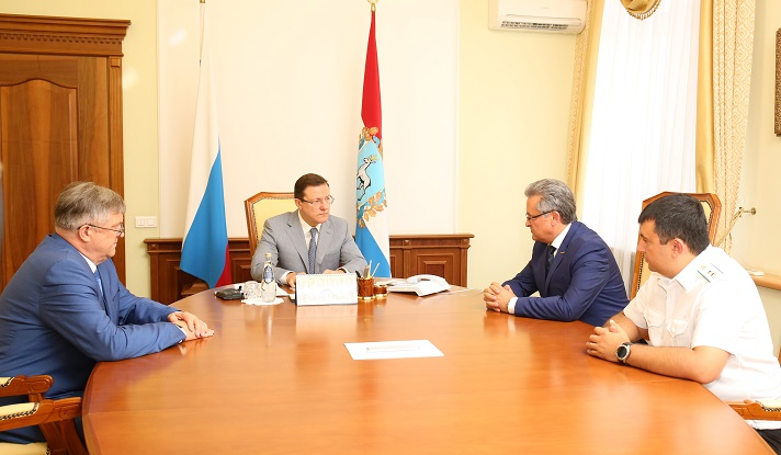Дмитрию Азарову представили нового главного судебного пристава Самарской области