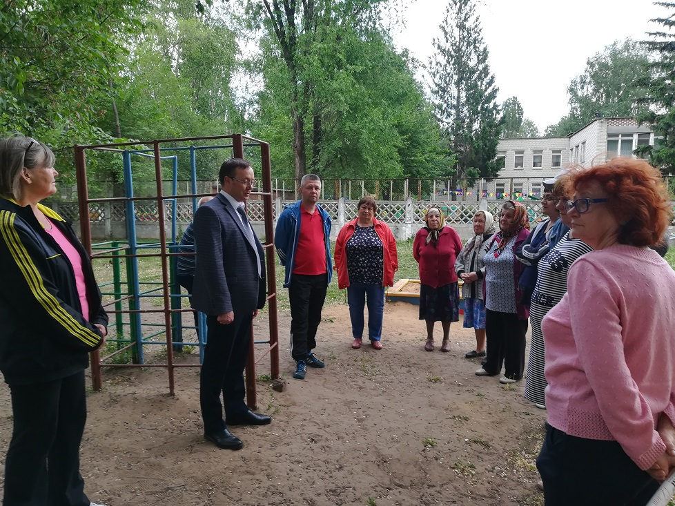 ЖКХ, состояние дворов, капремонт – об этом тольяттинцы пожаловались своим депутатам