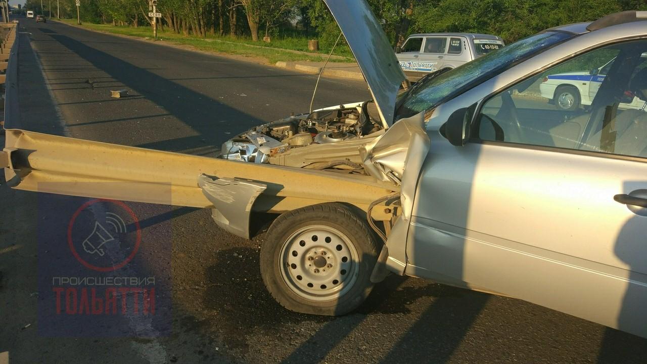 В Тольятти пьяный водитель влетел в отбойник и чудом остался жив