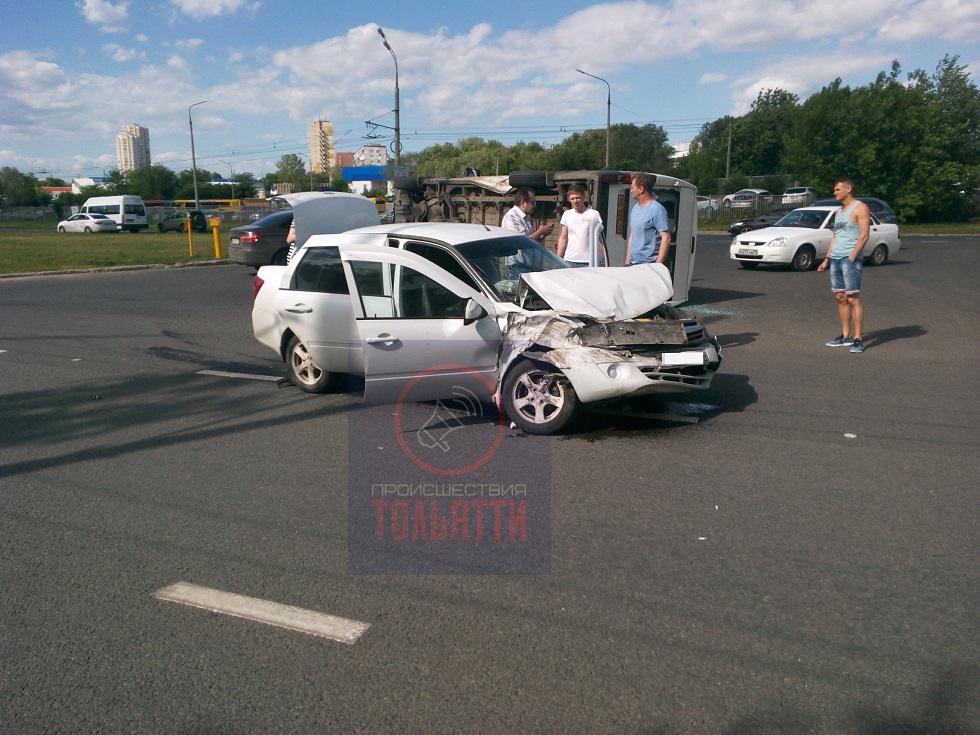 Пострадала пассажирка: Подробности ДТП с перевернувшейся маршруткой в Тольятти