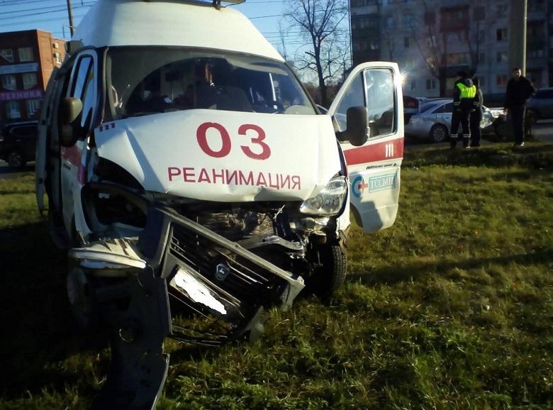 В Тольятти за день в ДТП попали два автомобиля «скорой помощи». Пострадали врачи