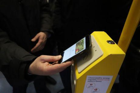 Бесконтактной системой оплаты проезда в Нижневартовске воспользовались более 10000 человек