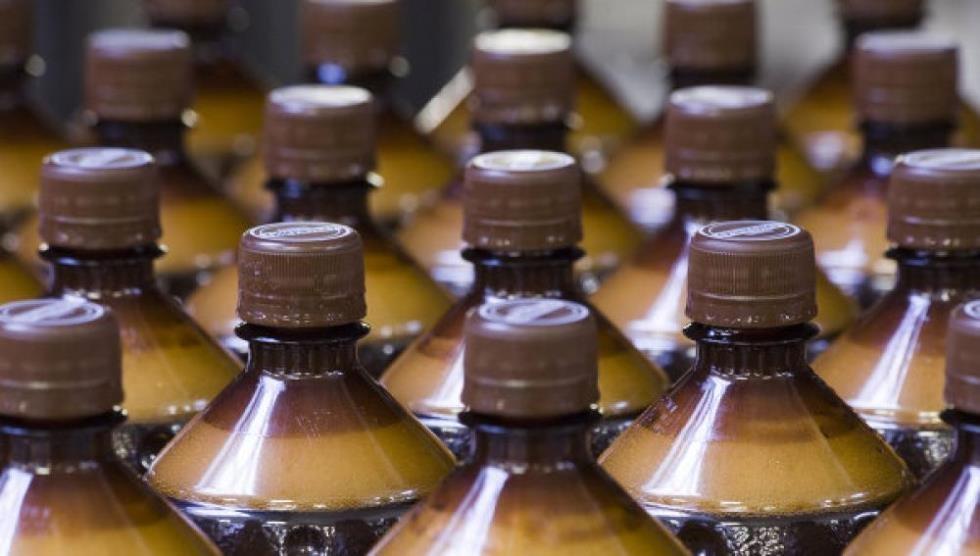 В России хотят запретить алкоголь в пластиковых бутылках более 0,5 л