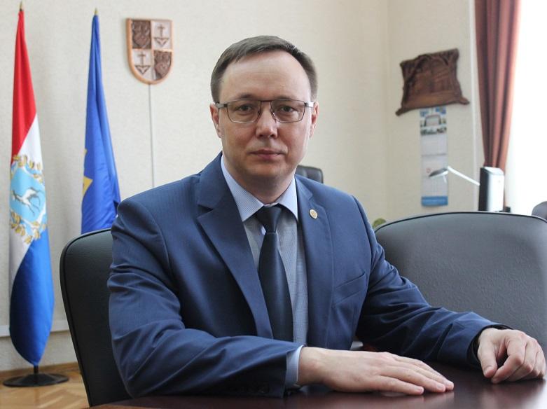 Дмитрий Микель поздравил социальных работников с профессиональным праздником