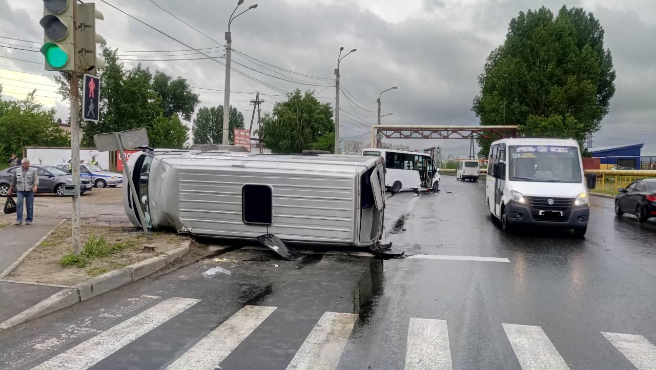 Появилось видео аварии маршруток, в которой пострадали 7 человек