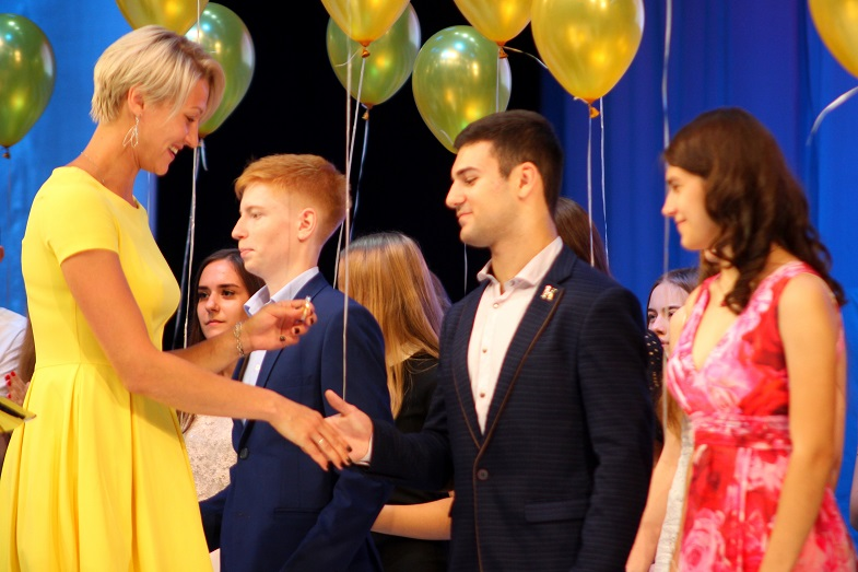 Тольяттинским выпускникам вручили медали «За особые успехи в учении»
