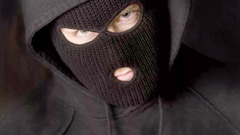 В Тольятти напали на менеджера магазина и отобрали сумку с деньгами