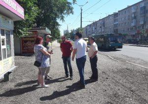 Горожане и специалисты проверили ремонт дороги на улице Ленина