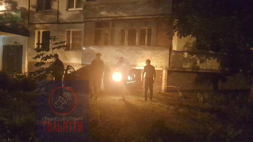 В Тольятти «Форд» на высокой скорости влетел в «Ладу» и отскочил в балкон дома