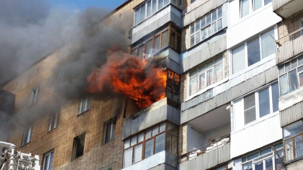Тольяттинские пожарные вынесли из горящей квартиры двух малолетних детей