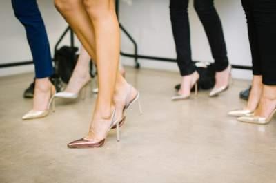 Названы болезни, появляющиеся от неправильно подобранной обуви