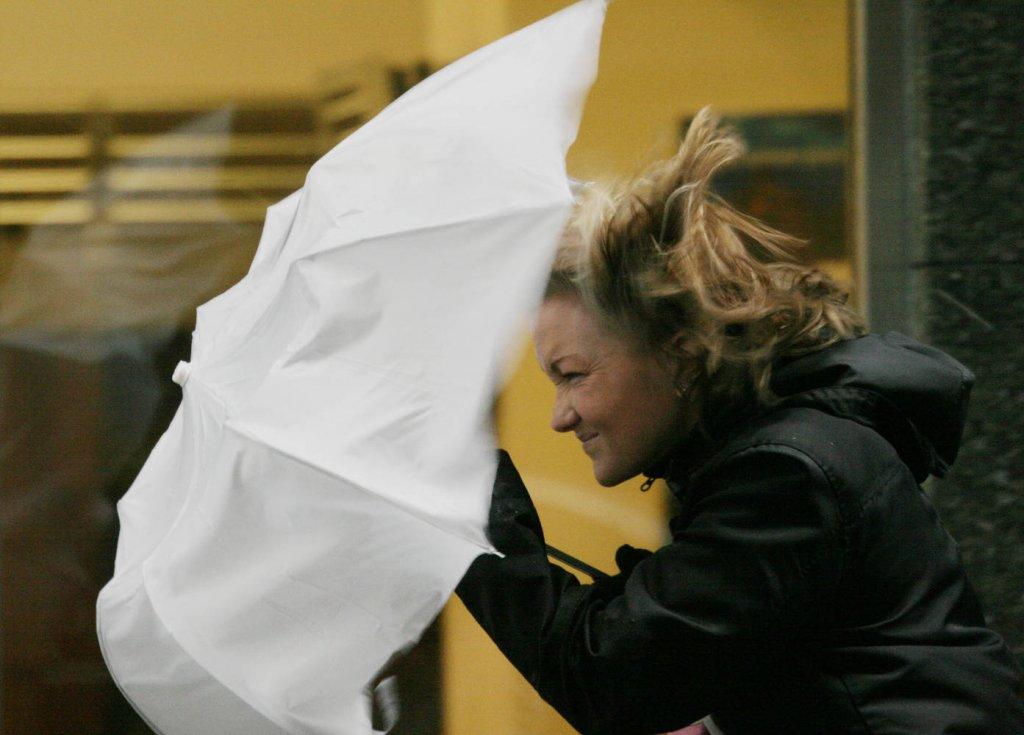 Тольяттинцев предупреждают о сильном ветре и грозе