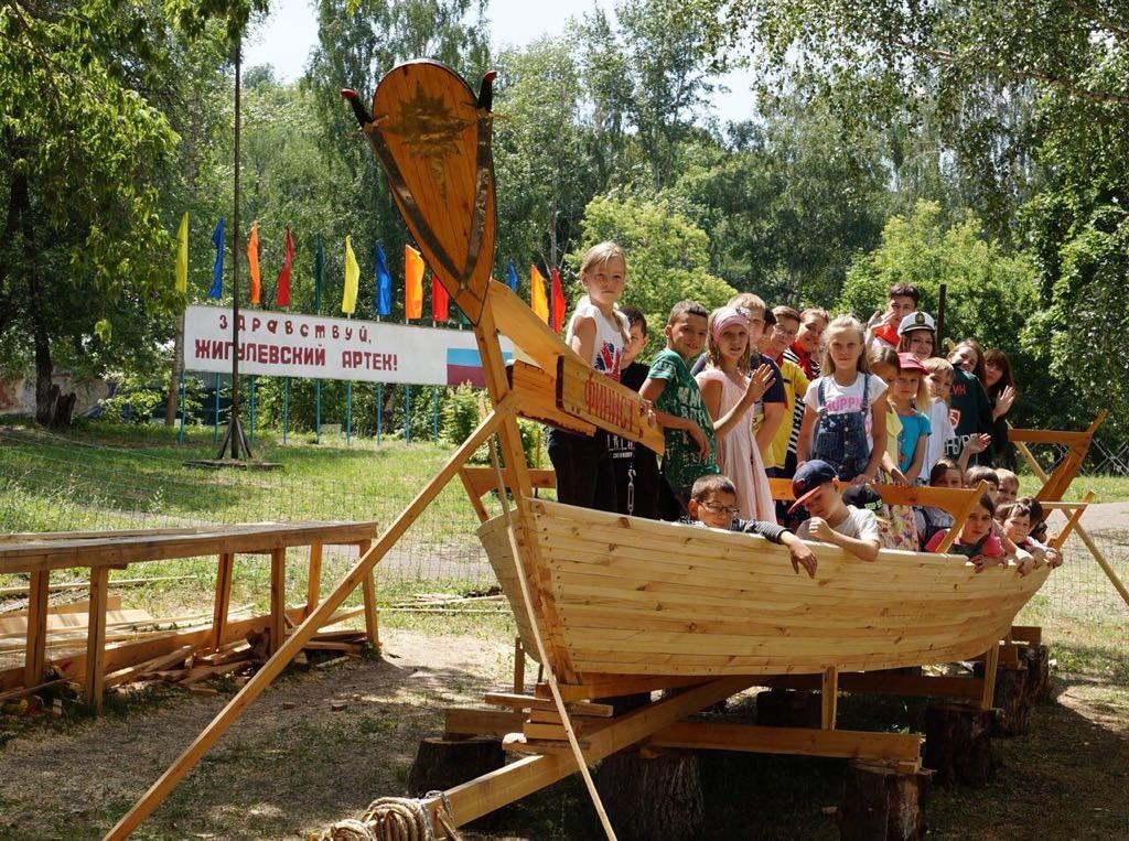 Под Тольятти на воду спустят уникальный казачий струг, сделанный детьми