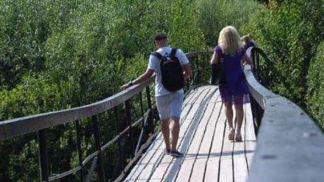 СМИ: Власти округа недовольны срывом реконструкции моста в парке Старожилов в Сургуте