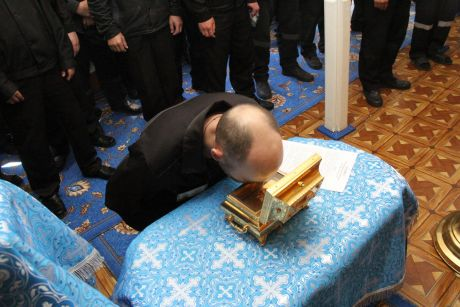 Сургутские осужденные впервые смогли приклонится к частице мощи святой Матроны