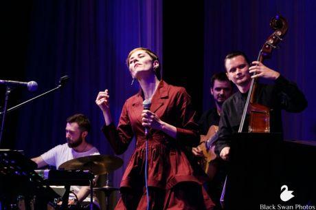Надежда Макаренко: Сургутская вокалистка Алёна Поль совместно с музыкантамиASK Trioотправятся в большой гастрольный тур по всей России