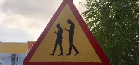 Полиция Сургутского района против новых знаков «Люди со смартфонами»