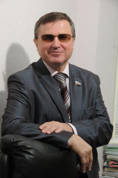 Олег Смолин, депутат Госдумы: Олигархам — офшоры, народу — отобранные пенсии