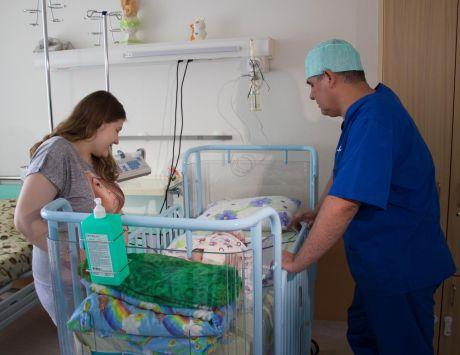 Редакция СИА-ПРЕСС: Вторые в мире, первые в стране. Бригада врачей из Тюмени и Екатеринбурга прооперировали головной мозг ребенку внутриутробно