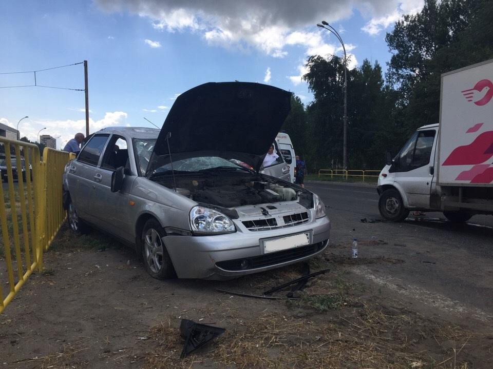 4 человека пострадали в аварии с перевертышем на Юбилейной