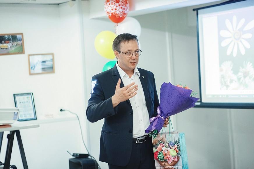 Дмитрий Микель от имени депутатского корпуса поздравил тольяттинские семьи с 50-летним стажем
