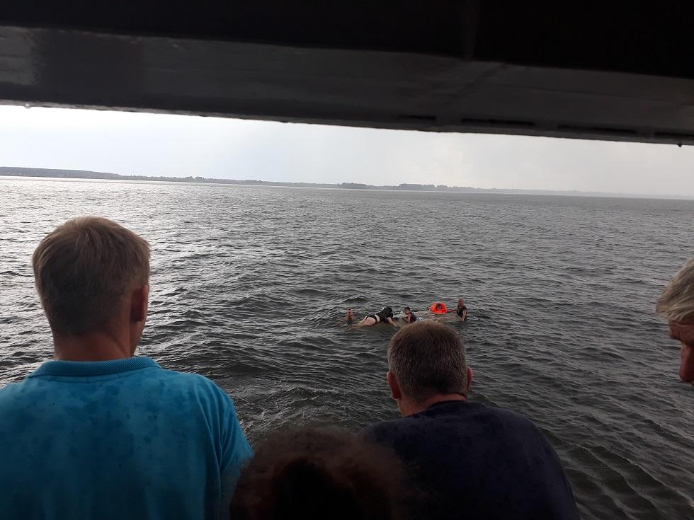 «Они в воде провели уже часа полтора»: Капитан рассказал о спасении семьи с детьми на Волге