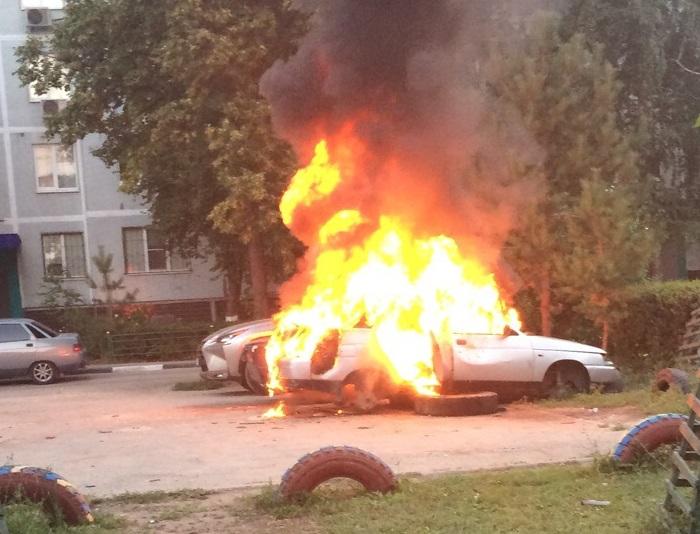 «Ее с понедельника начали курочить»: В Тольятти подростков обвинили в поджоге машины