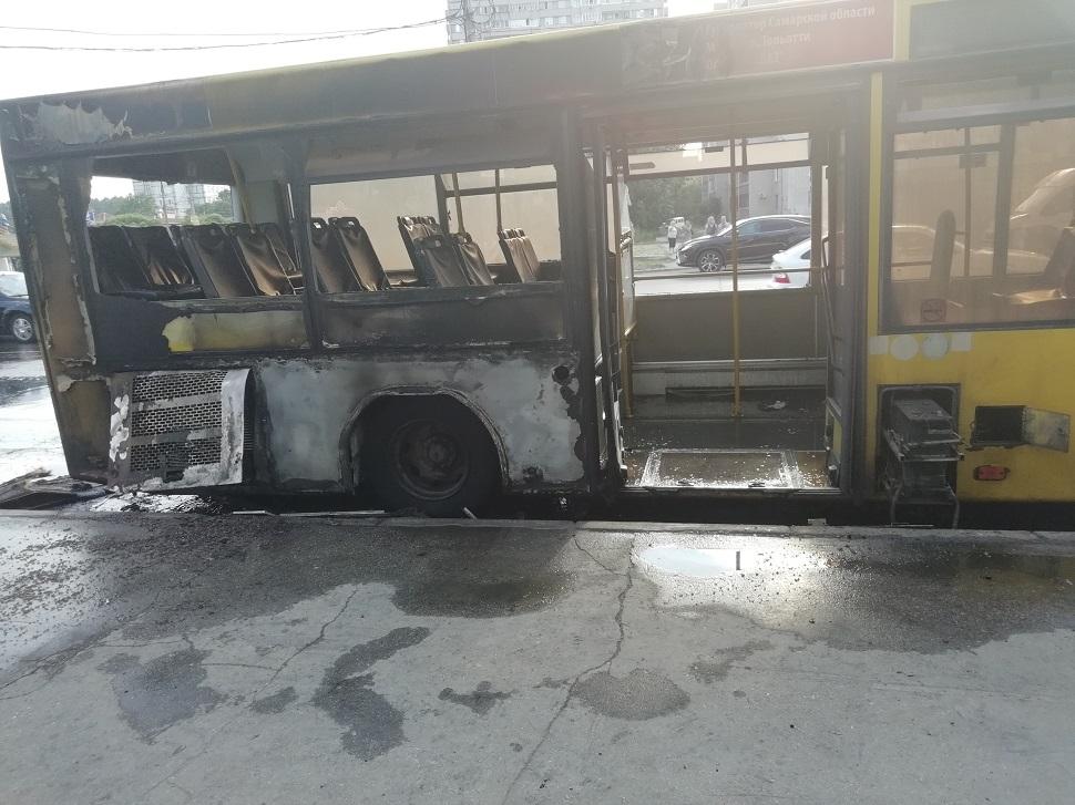 В Тольятти во время маршрута сгорел автобус №73