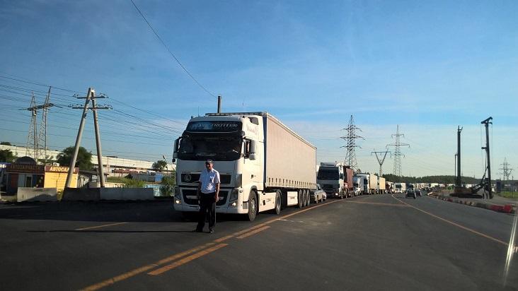 На трассе М-5 под Тольятти ограничили движение грузовиков