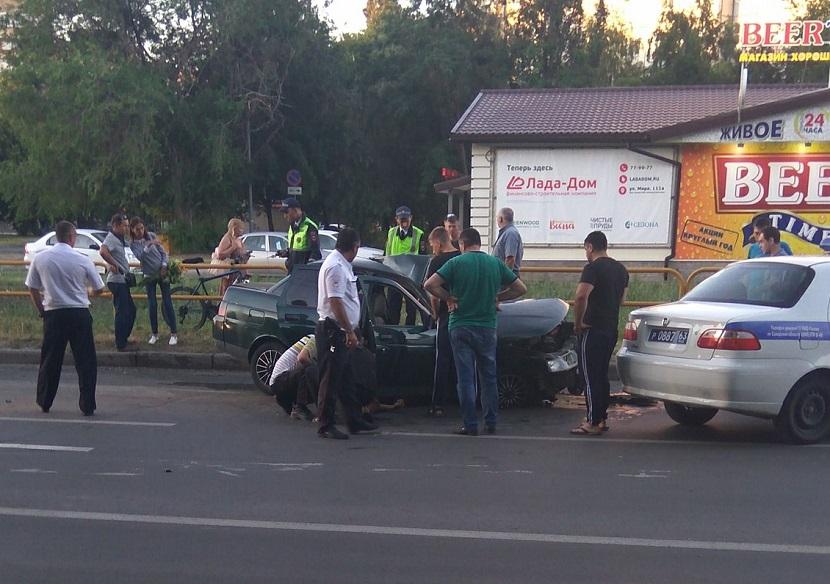 В Центральном районе в аварии автобуса и «Лады» пострадало несколько человек