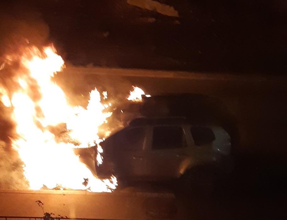 «Был хлопок, а потом огонь»: В Комсомольском районе сгорела иномарка