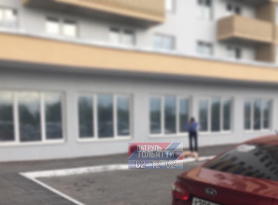 Мать за ребенком: В Тольятти с 20 этажа упала женщина