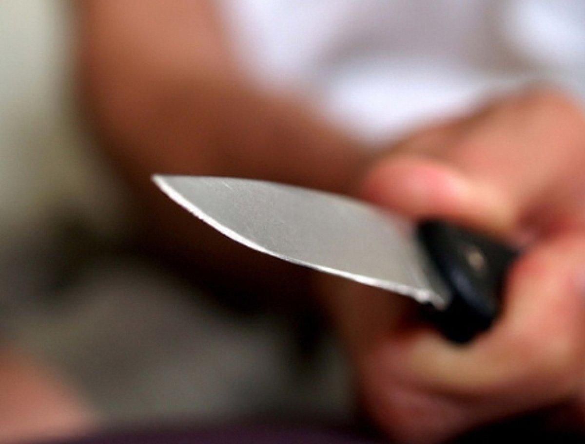 Тольяттинка изрезала ножом экс-мужа, который пришел повидаться с дочкой