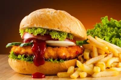 Медики рассказали, почему гамбургеры не такие вредные, как мы думаем