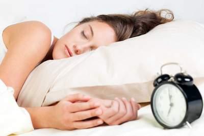 Медики рассказали, почему плохой сон влияет на фигуру