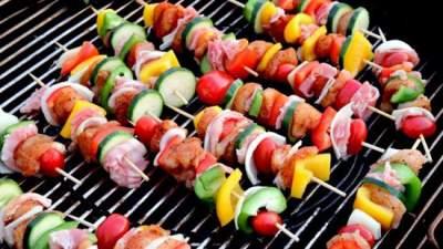 Врачи объяснили, почему опасно жарить мясо на мангале