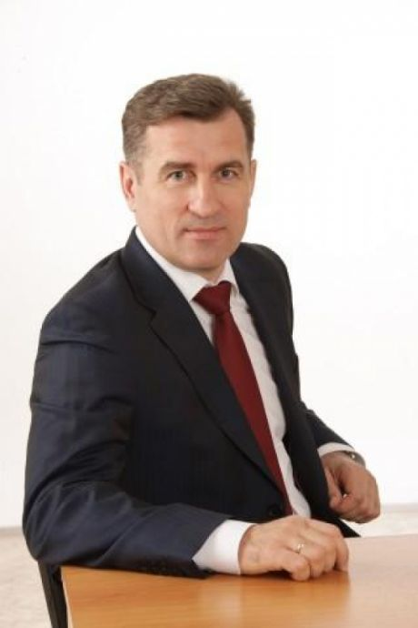 Анатолий Сименяк, председатель думы Сургутского района: В какой бы части света мы ни были, увидев российский флаг, испытываем радостные, теплые чувства и скучаем по дому