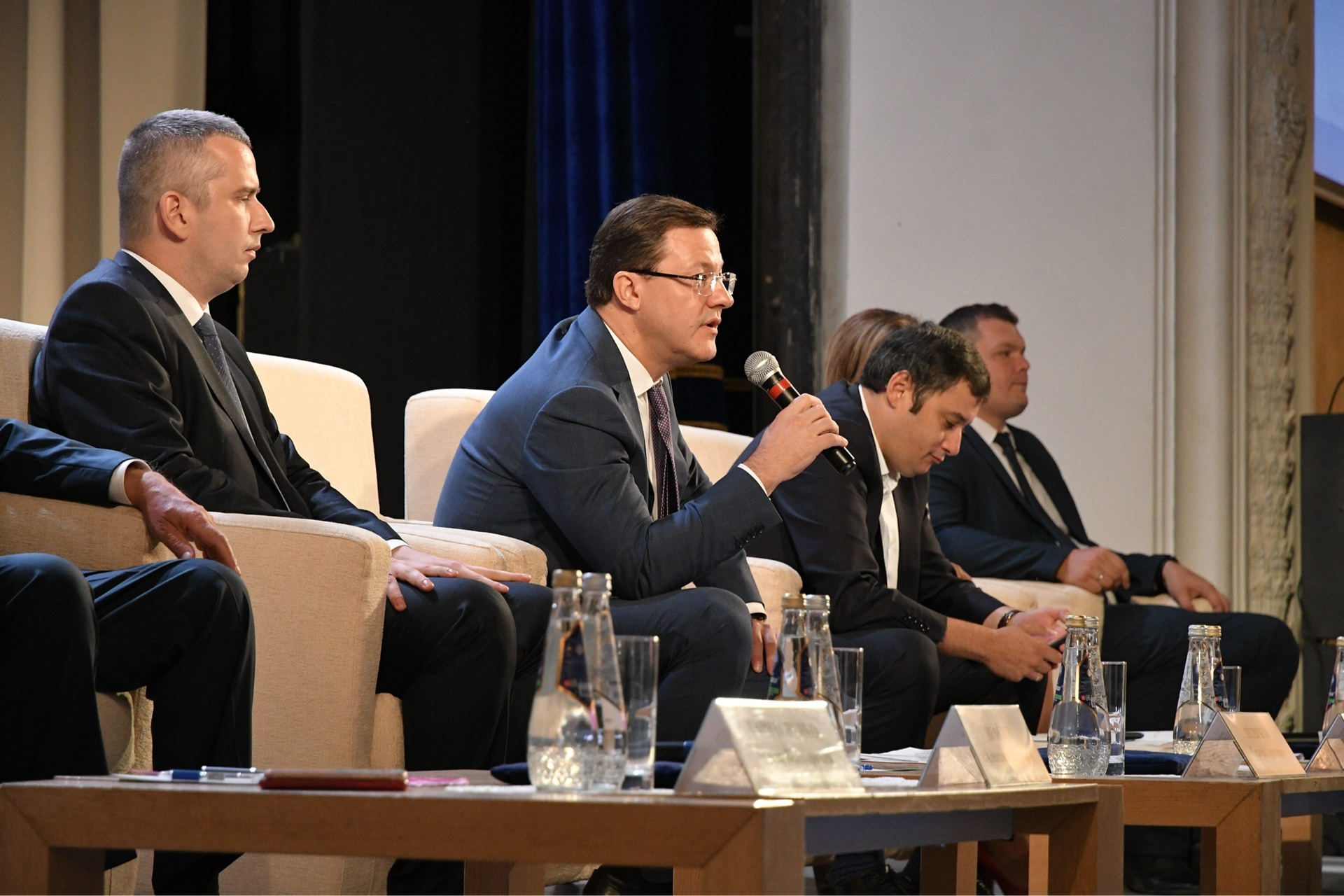 Дмитрий Азаров подвелитоги стратегической сессии по развитию малых городов