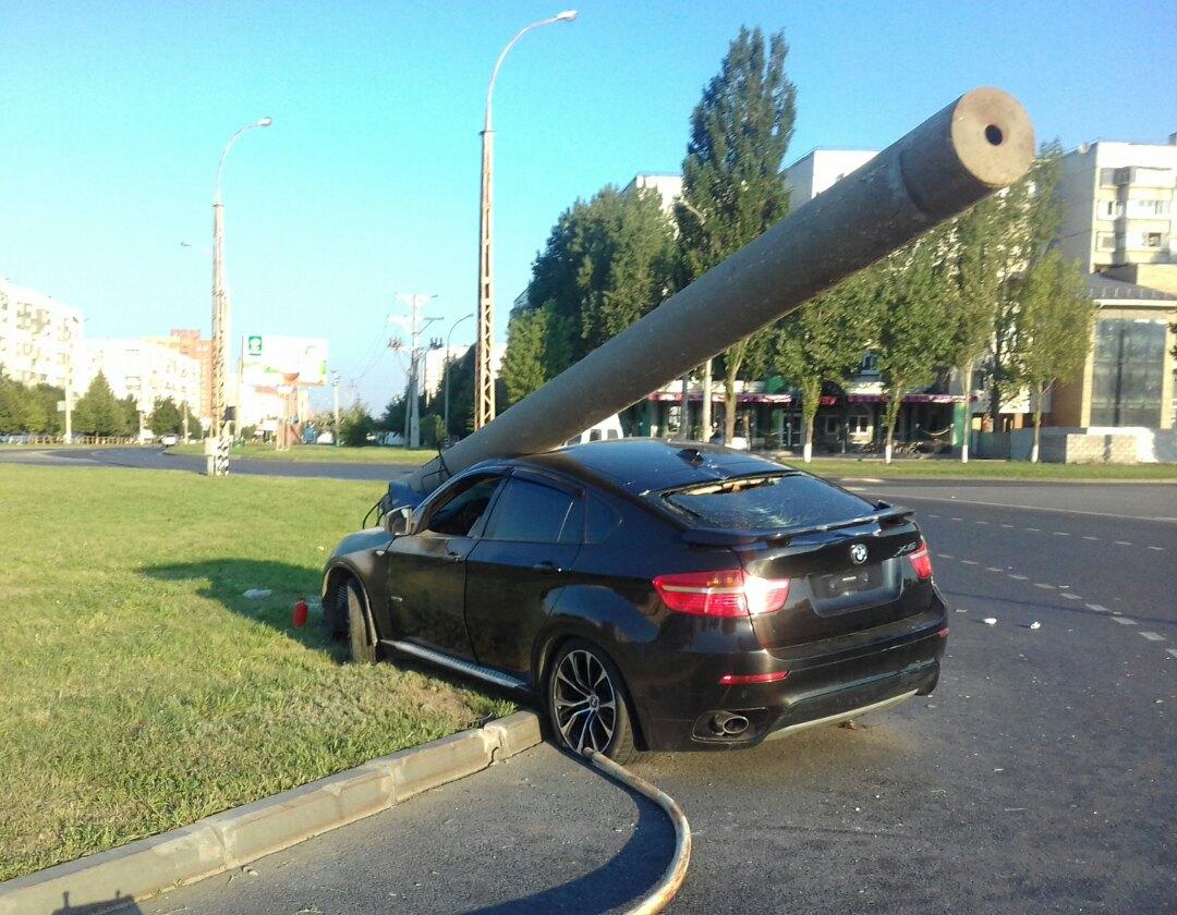 Ночное ДТП в Тольятти: Дорогущий BMW превратился в танк