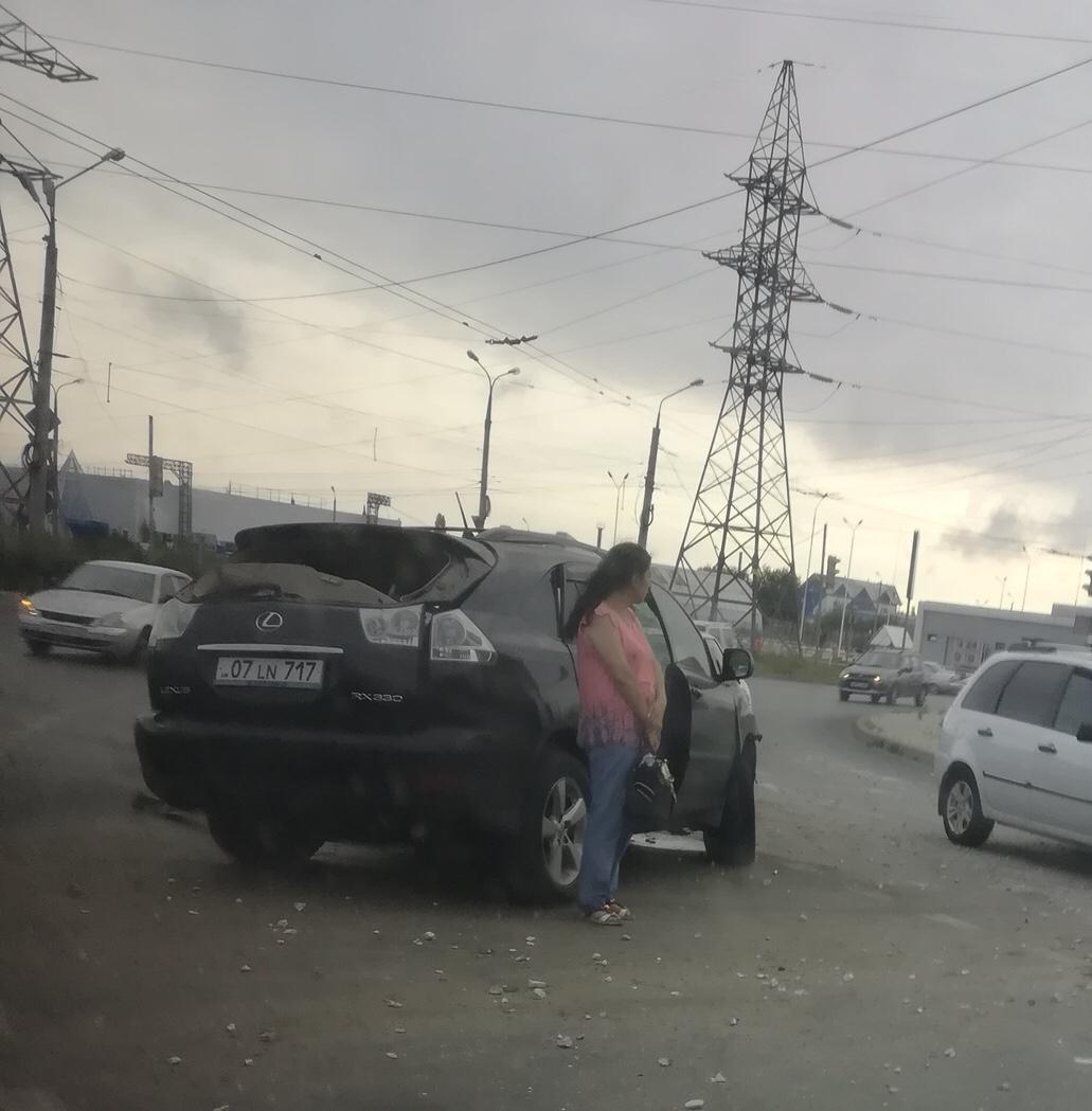 В Тольятти Lexus въехал в столб. Пострадали двое