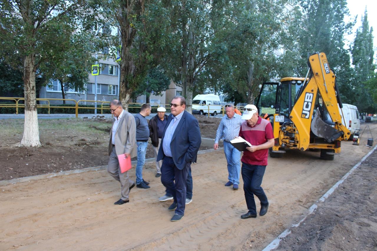 Глава Тольятти осмотрел участки, на которых ведутся работы по благоустройству