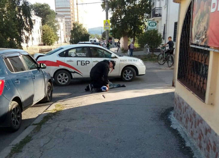 Тольяттинцы сообщили о неадекватном мужчине, избивавшем женщин на улицах города