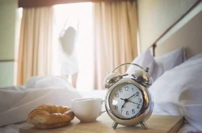 Диетологи назвали привычки, которые замедляют похудение