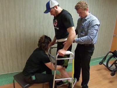 В США создали электронный имплант, избавляющий от паралича