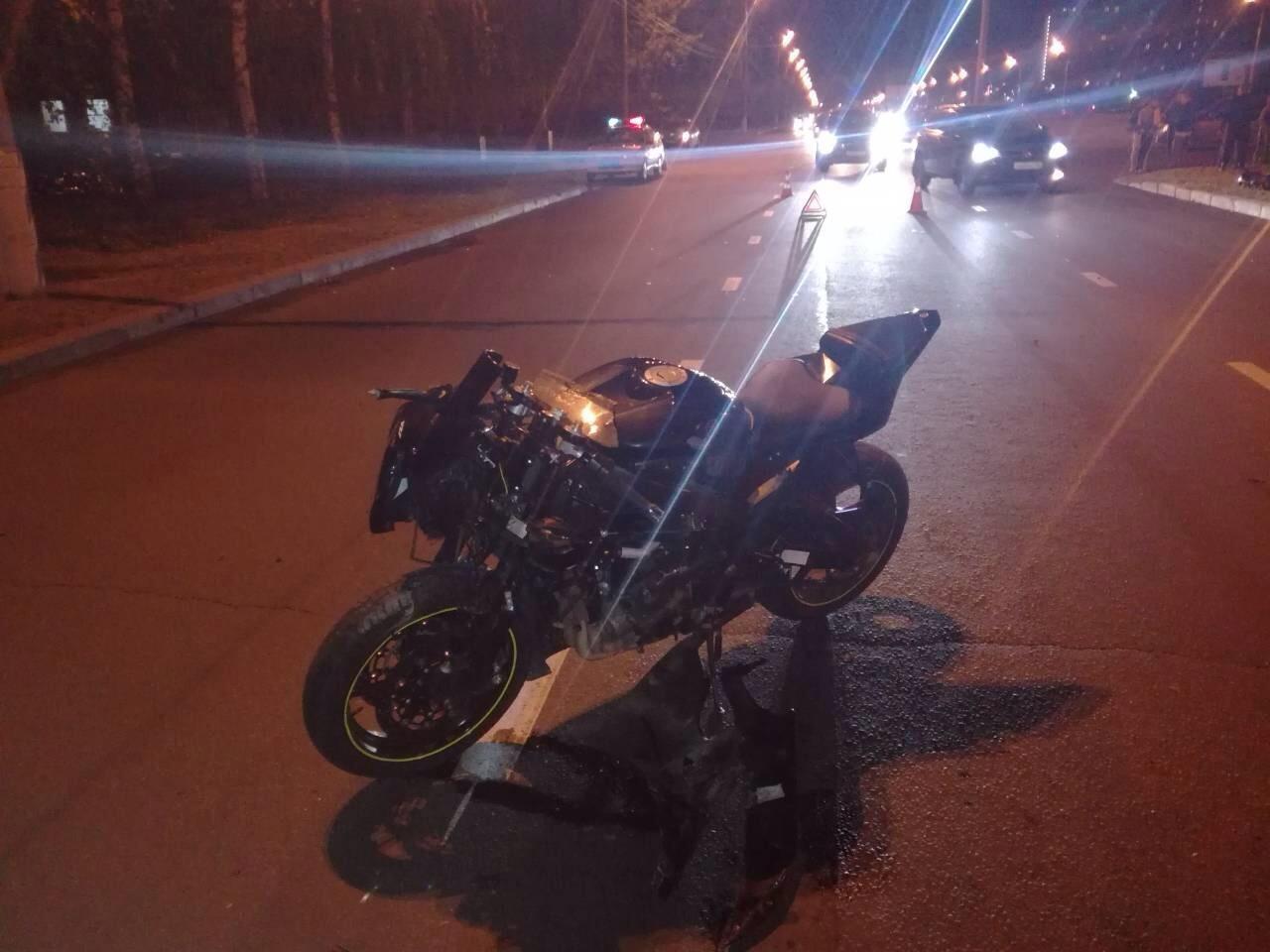 Мотоциклист без прав угодил под 44-летнюю автолюбительницу