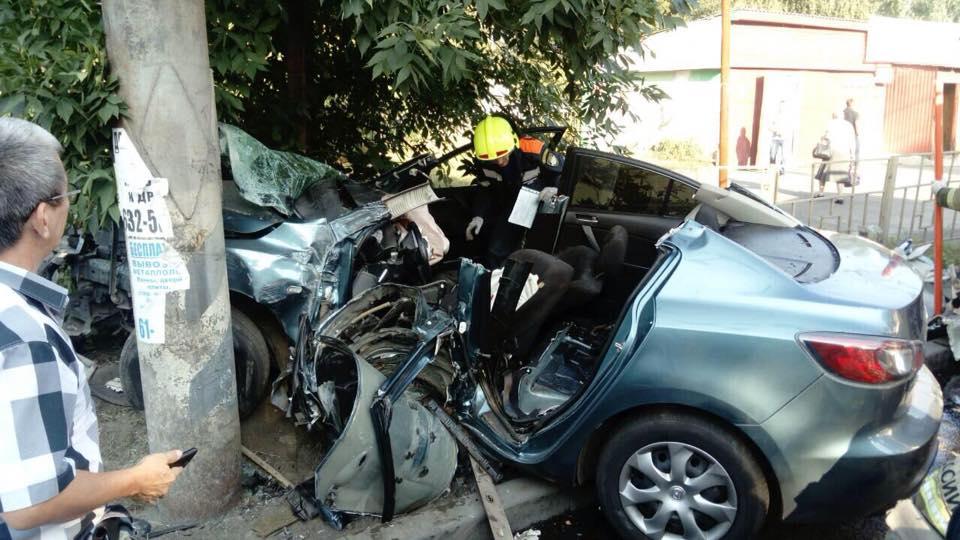 В Тольятти водитель уничтожил «Мазду», уходя от столкновения с велосипедистом