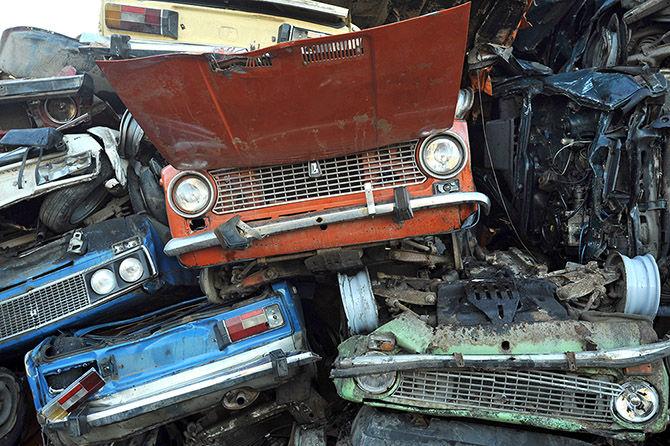 В Тольятти воры попытались дотолкать похищенное авто до металлолома, но попались полицейским