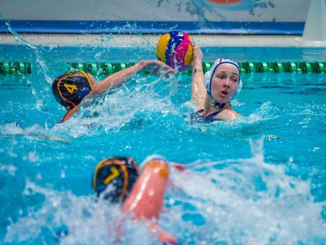 Чемпионат мира по водному поло в Сургуте стартовал победой нашей сборной