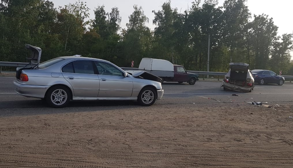 Под Тольятти BMW сбил насмерть водителя, остановившегося на обочине
